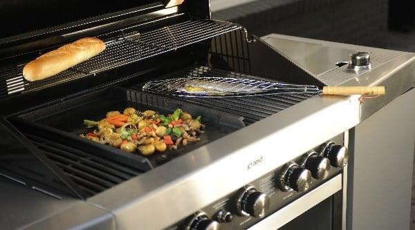 Barbacoa de gas sin carro con verduras